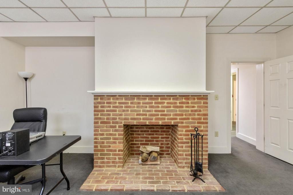 Office #1 w/Fireplace - 804 CHARLES ST, FREDERICKSBURG