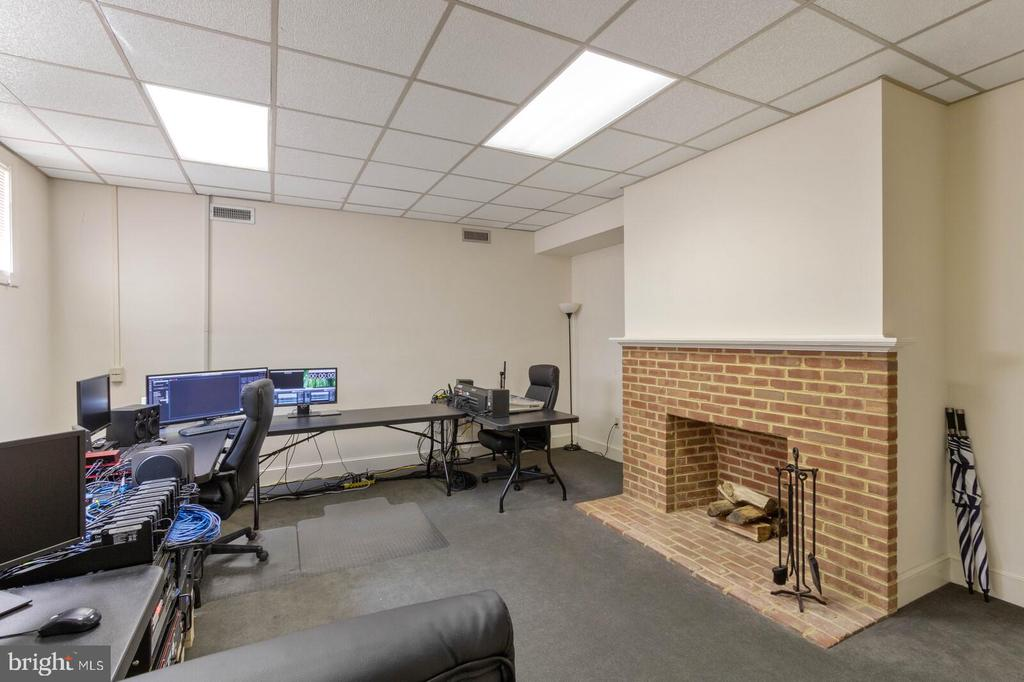 Lower-Level South Office #1 - 804 CHARLES ST, FREDERICKSBURG