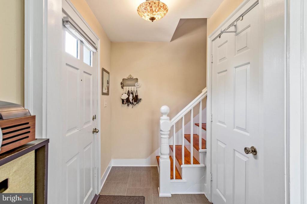 Apartment Entrance - 804 CHARLES ST, FREDERICKSBURG