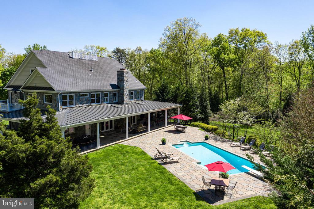 Lots of Privacy! - 815 BLACKS HILL RD, GREAT FALLS