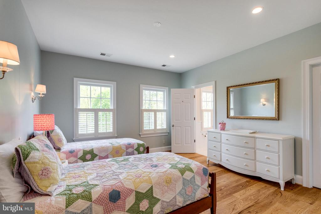 Bedroom 2 Suite - 815 BLACKS HILL RD, GREAT FALLS