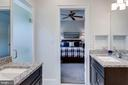 Separate vanities makes for easy sharing - 815 BLACKS HILL RD, GREAT FALLS