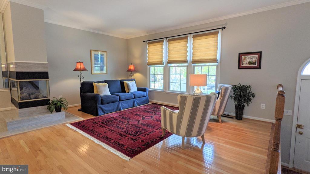 Living Room - 10481 COURTNEY DR, FAIRFAX