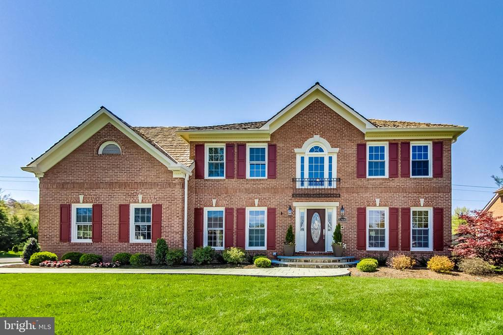 Welcome to this Turn-key Colonial in Hampton Chase - 12600 HOMEWOOD WAY, FAIRFAX