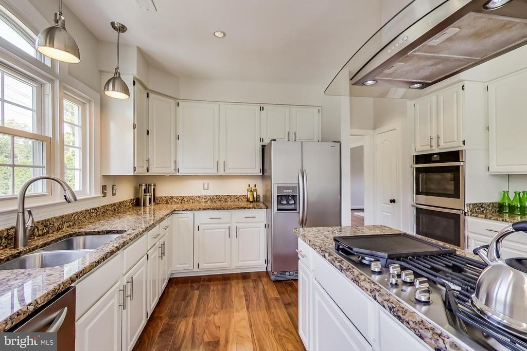 Updated Gourmet Kitchen w/ White Cabinets - 12600 HOMEWOOD WAY, FAIRFAX