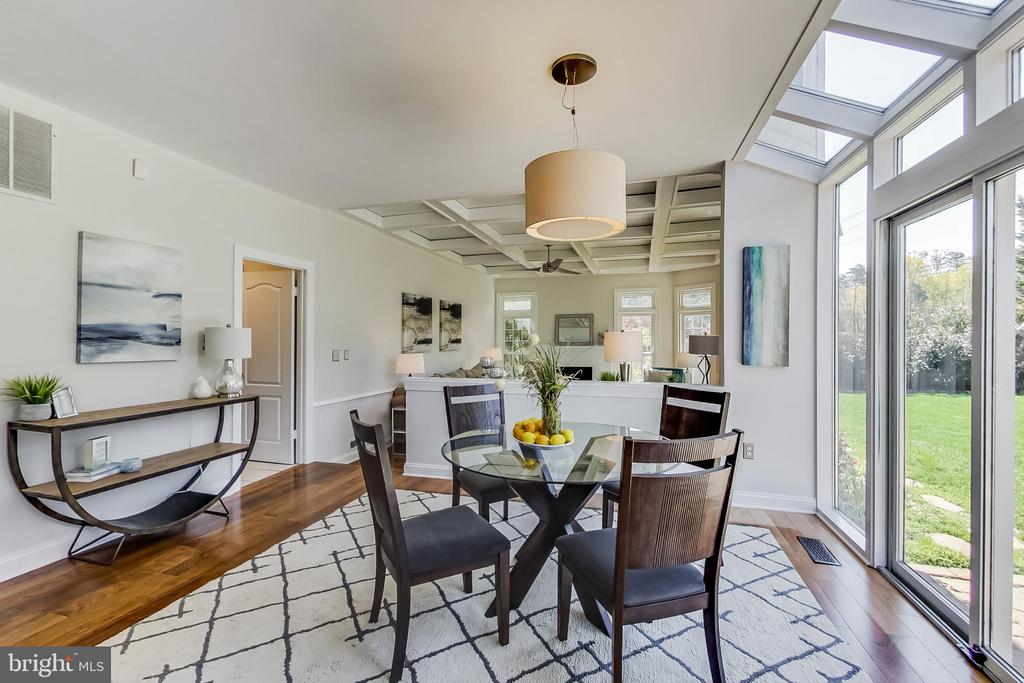 Sun-filled Breakfast Area open to Family Rm - 12600 HOMEWOOD WAY, FAIRFAX