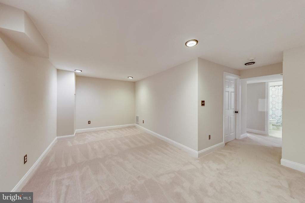 Spacious Recreation Room - 12600 HOMEWOOD WAY, FAIRFAX