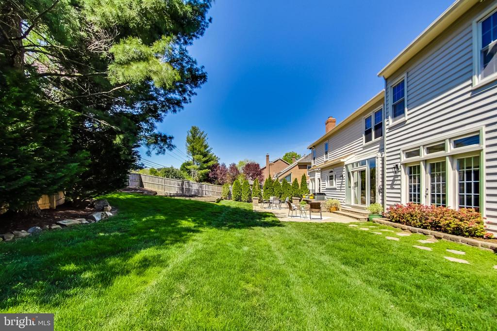 Beautifully Maintained w/ Mature Landscaping - 12600 HOMEWOOD WAY, FAIRFAX
