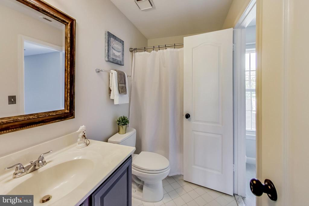 Renovated Ensuite Bathroom - 12600 HOMEWOOD WAY, FAIRFAX