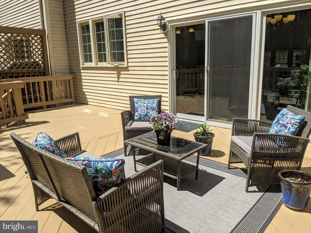 The spacious deck is recently resurfaced! - 10481 COURTNEY DR, FAIRFAX