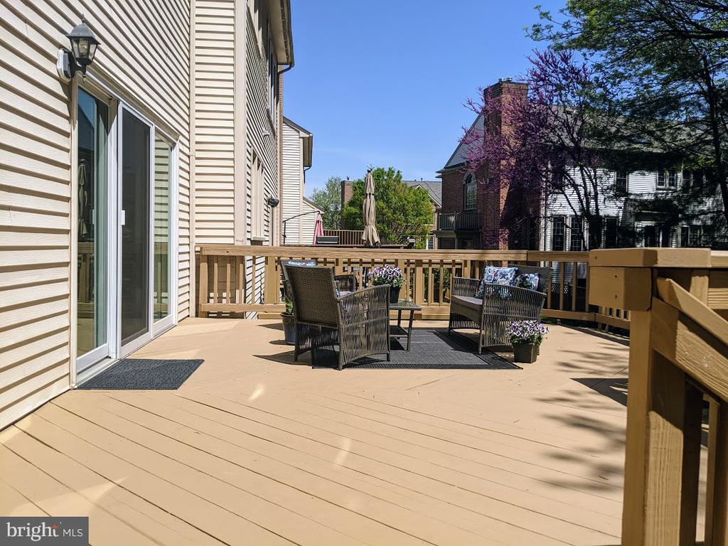 A Large Deck for Entertaining! - 10481 COURTNEY DR, FAIRFAX