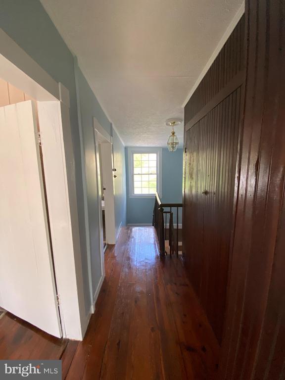 Upper hallway - 1951 MILLWOOD RD, MILLWOOD