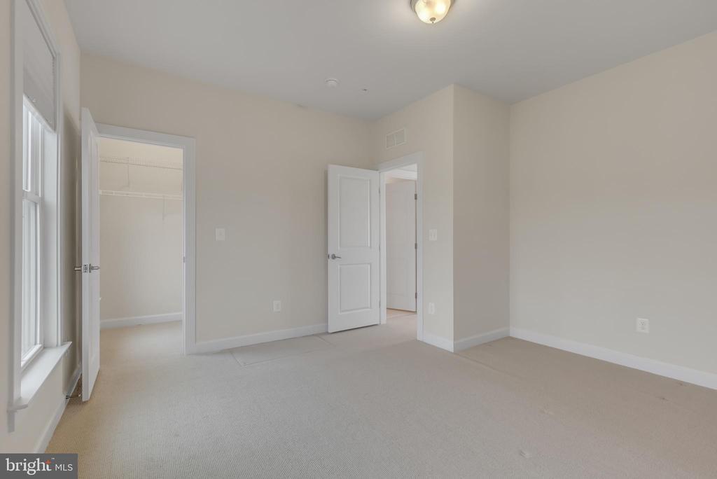 Bedroom 3 on top floor - 11357 RIDGELINE RD, FAIRFAX