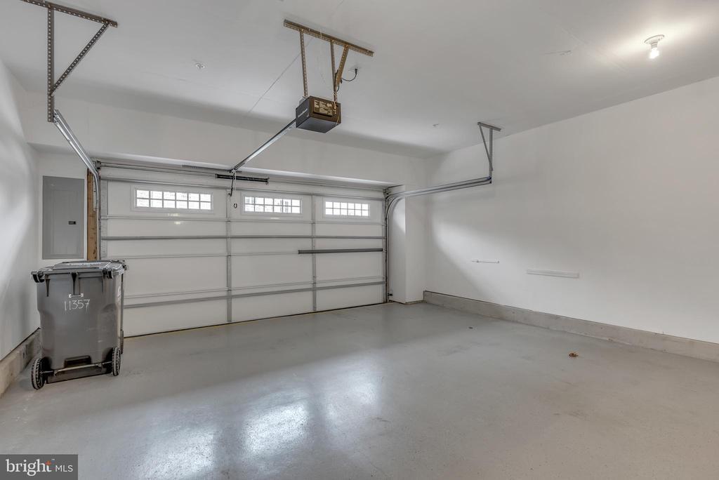 Two car garage - 11357 RIDGELINE RD, FAIRFAX