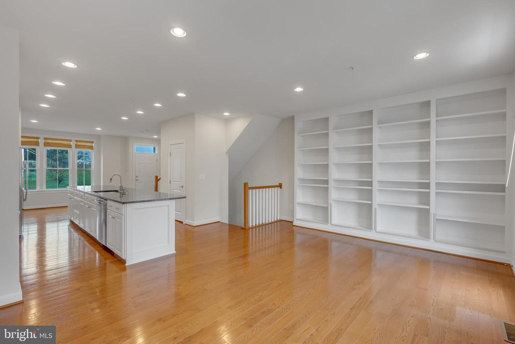 Living room with custom built in bookcase - 11357 RIDGELINE RD, FAIRFAX