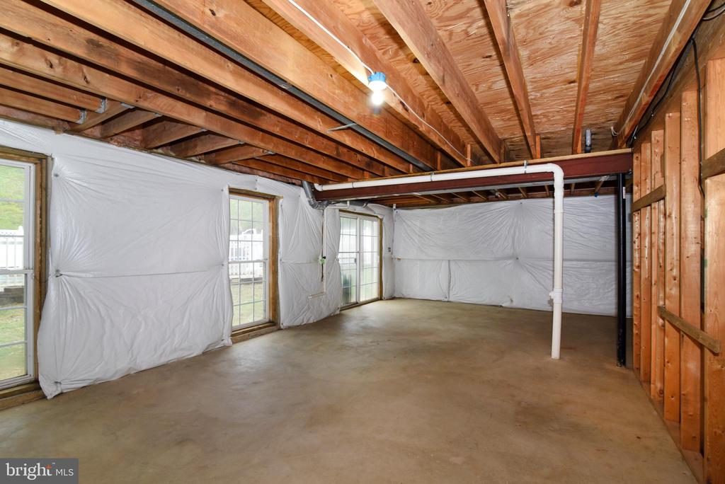 Large unfinished Basement - 16820 CLARKES GAP RD, PAEONIAN SPRINGS