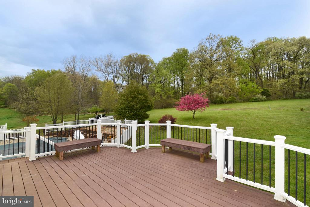 Deck & View to rear - 16820 CLARKES GAP RD, PAEONIAN SPRINGS