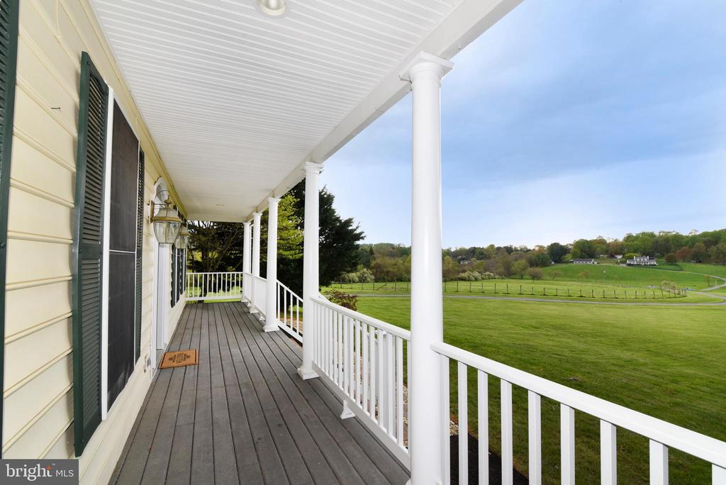 Front Porch - 16820 CLARKES GAP RD, PAEONIAN SPRINGS