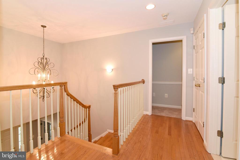 Upper Hallway - 16820 CLARKES GAP RD, PAEONIAN SPRINGS