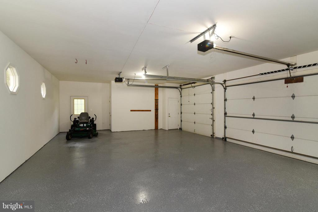 Three Car Garage - 16820 CLARKES GAP RD, PAEONIAN SPRINGS
