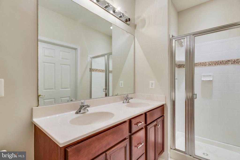 Luxury master bath. - 43371 LOCUST DALE TER #117, ASHBURN