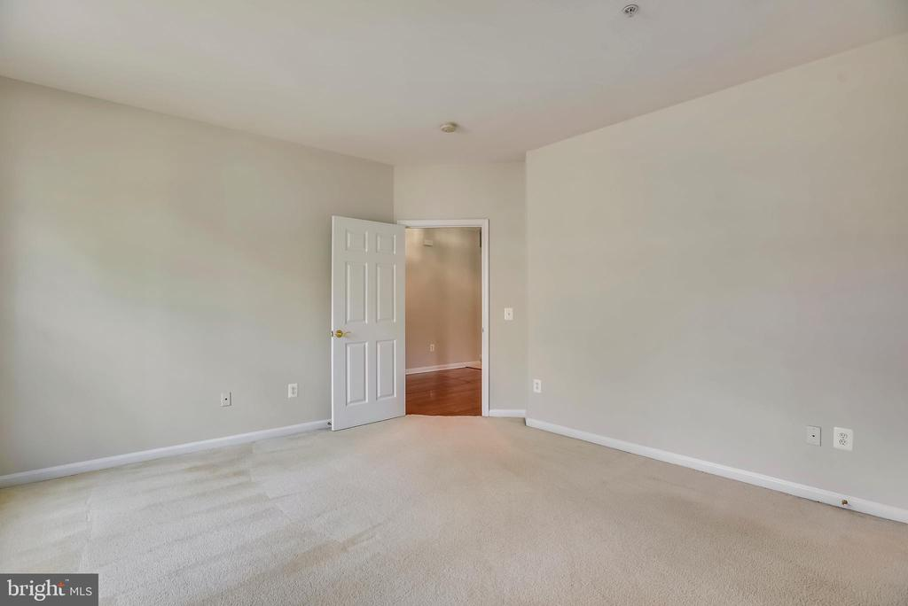 2nd bedroom with it's own full bath room. - 43371 LOCUST DALE TER #117, ASHBURN