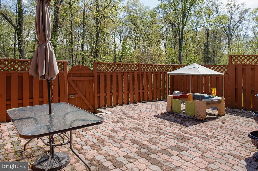 Fenced Backyard - 22028 AVONWORTH SQ, BROADLANDS