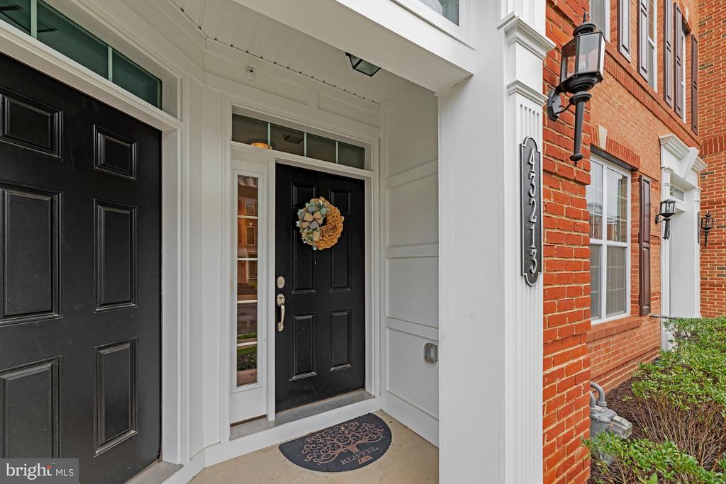 Covered Portico Allows You & Guests to Stay Dry! - 43213 THOROUGHFARE GAP TER, ASHBURN