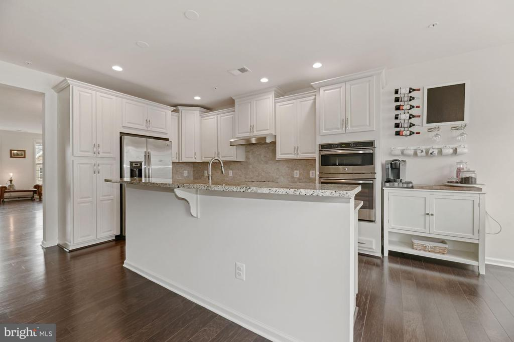 A Dream Kitchen - Stainless Steel Appliances! - 43213 THOROUGHFARE GAP TER, ASHBURN