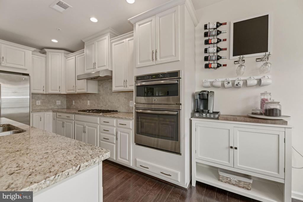 Kitchen - White Cabinetry & Granite Counter Tops! - 43213 THOROUGHFARE GAP TER, ASHBURN