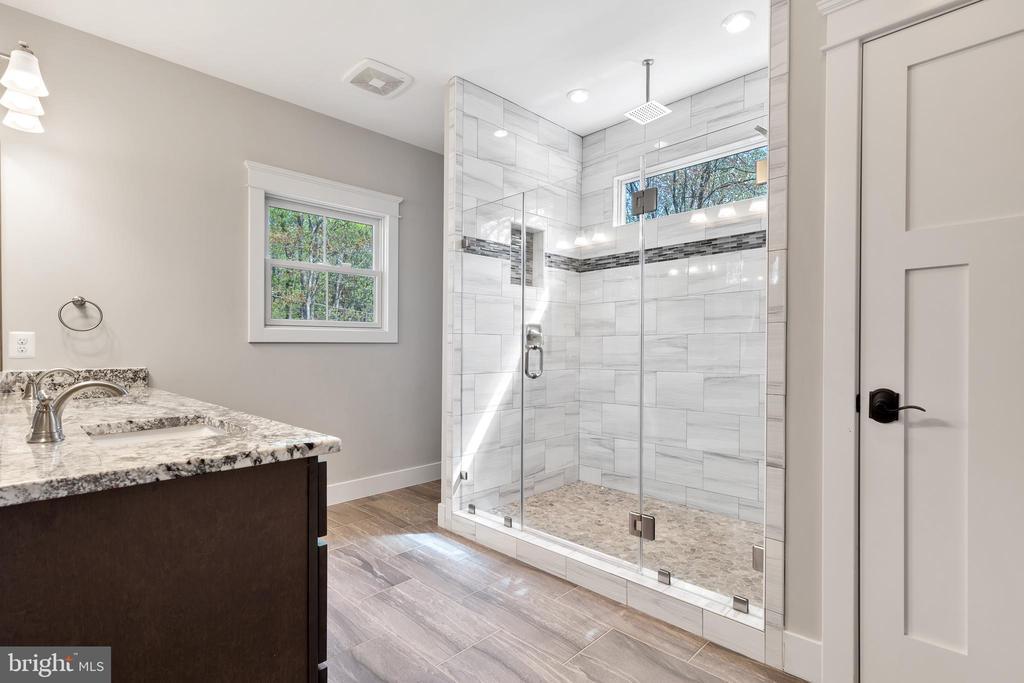 Main Level Bedroom's Full Bathroom - 12329 PURCELL RD, MANASSAS