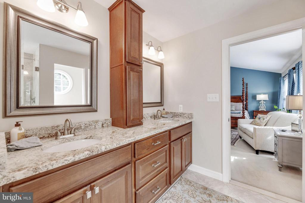 Primary Suite Bath - Dual Sinks - 16660 MALORY CT, DUMFRIES