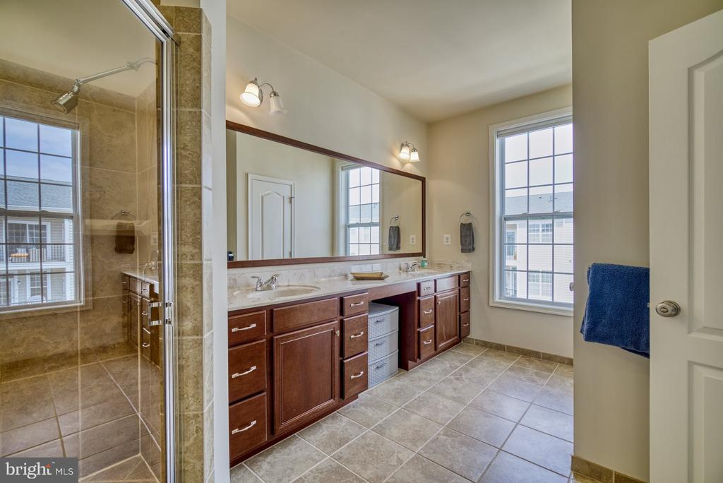 Primary Bathroom with Dual Sinks - 43015 CLARKS MILL TER, ASHBURN
