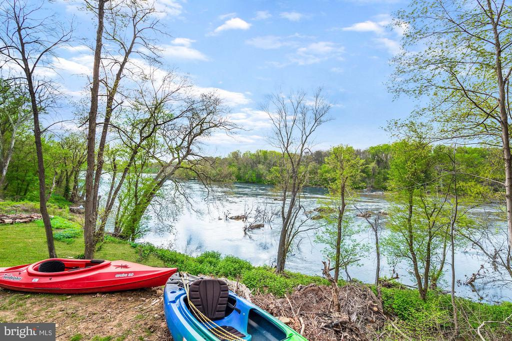 85 Feet of Private River Frontage - 612 RIVERCREST DR, MCLEAN