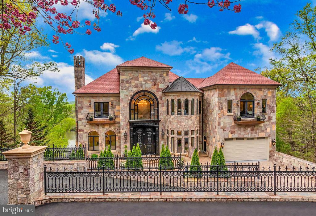 Welcome to Chateau Grande Vie - 612 RIVERCREST DR, MCLEAN