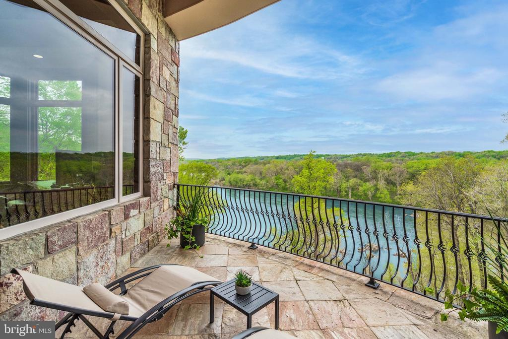 With Private Balcony - 612 RIVERCREST DR, MCLEAN