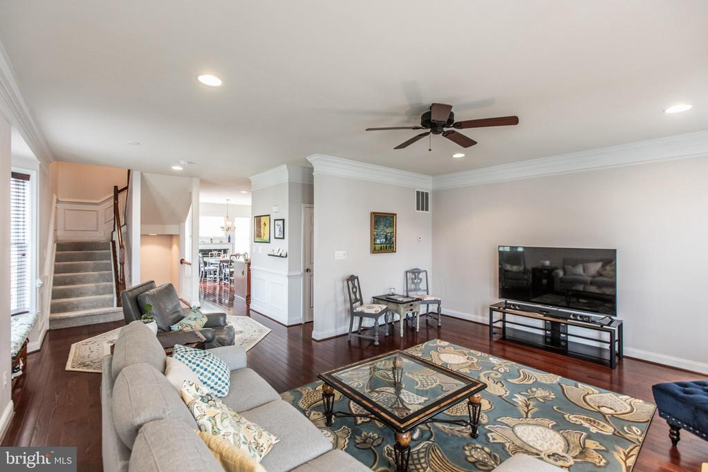 Open Floorplan with Hardwood Floors! - 8921 TAPPEN MILL WAY, MANASSAS