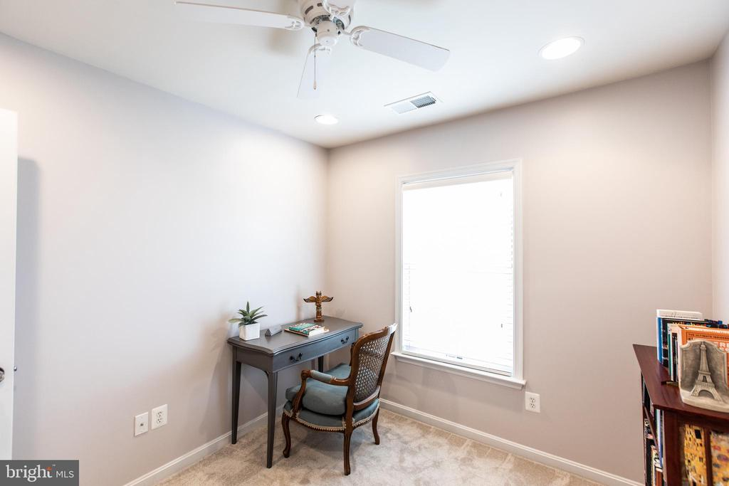 Recessed Lighting and Ceiling Fan on 4-Way Switch! - 8921 TAPPEN MILL WAY, MANASSAS