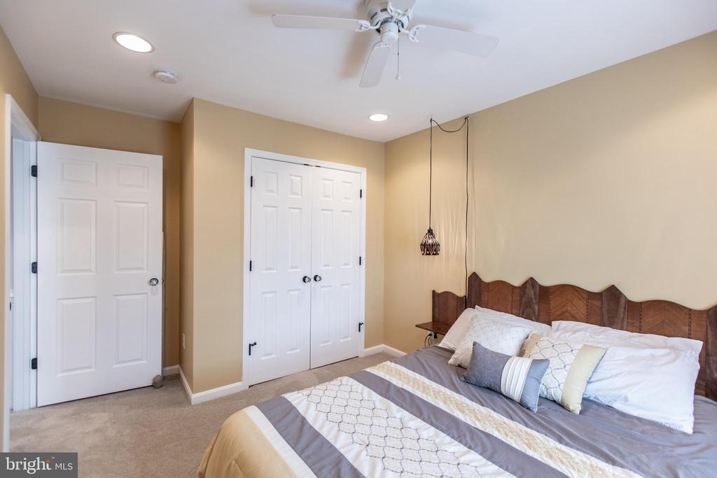 Recessed Lighting & Ceiling Fan on 4-Way Switch! - 8921 TAPPEN MILL WAY, MANASSAS