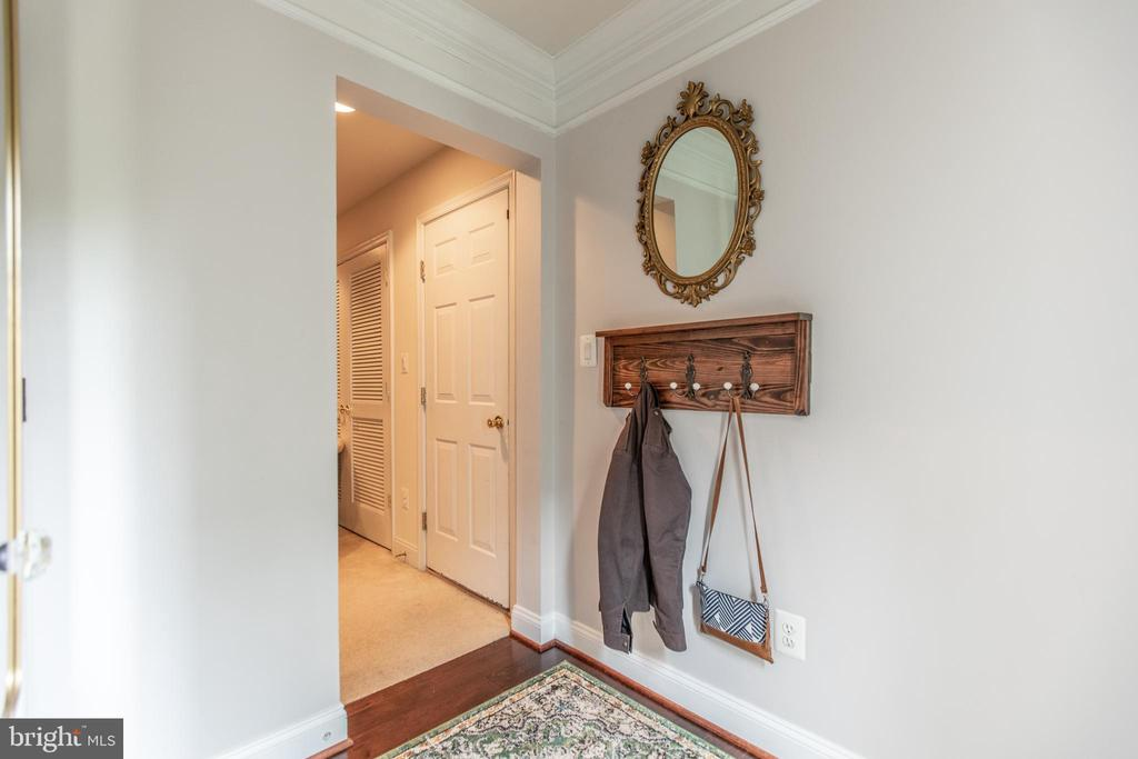 Foyer! - 8921 TAPPEN MILL WAY, MANASSAS