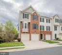End Unit Brick & Siding Townhouse! - 8921 TAPPEN MILL WAY, MANASSAS