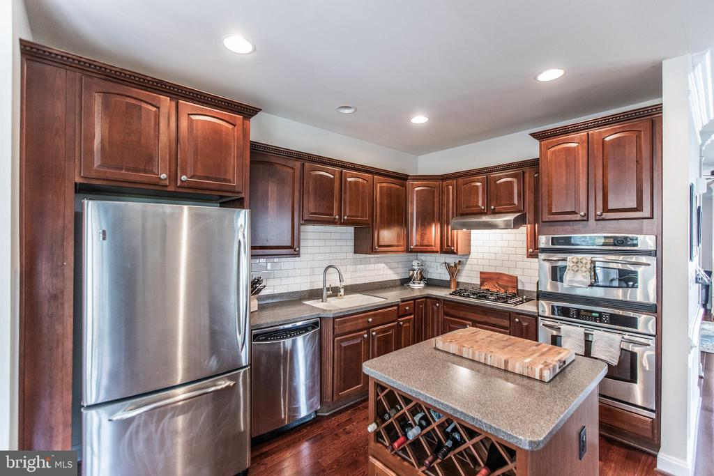 Under Cabinet Lighting  and Tile Backsplash! - 8921 TAPPEN MILL WAY, MANASSAS