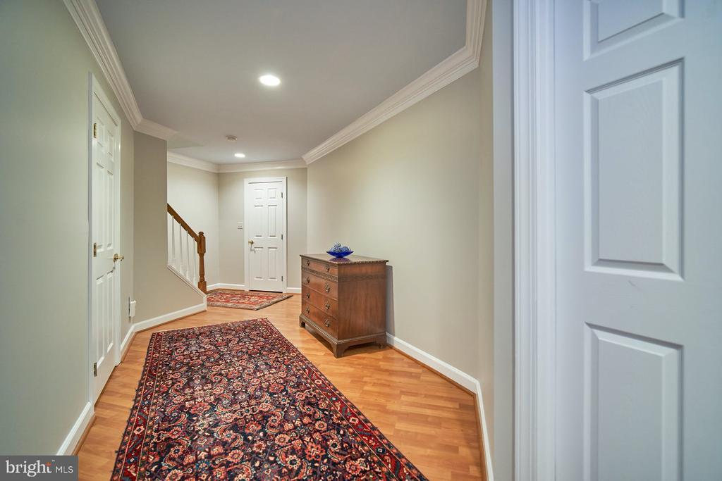 Lower level hallway - 10108 FARRCROFT DR, FAIRFAX