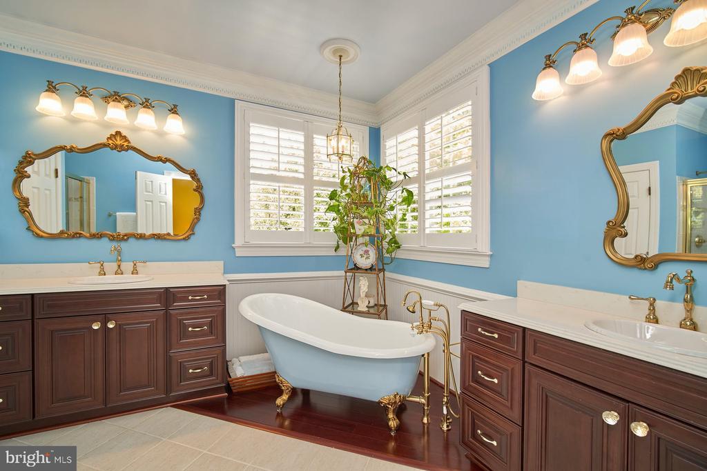 Owner's Bath - 10108 FARRCROFT DR, FAIRFAX