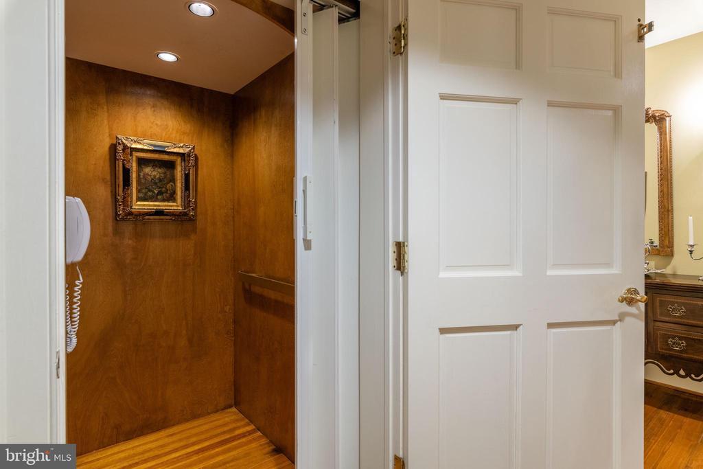 Elevator - 3 Levels - 830 HERBERT SPRINGS RD, ALEXANDRIA