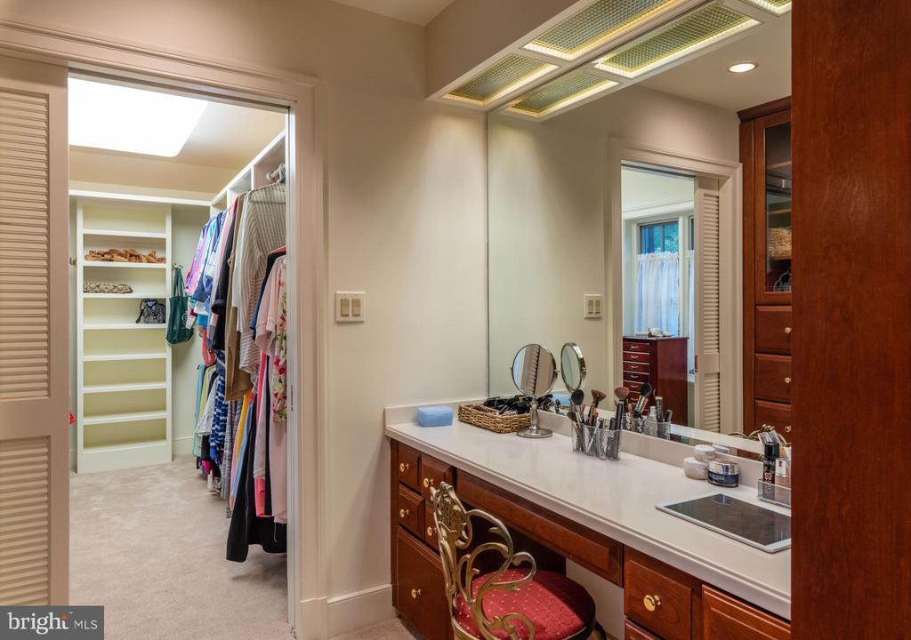 Primary  Bedroom Walk-In Closet with vanity area - 830 HERBERT SPRINGS RD, ALEXANDRIA