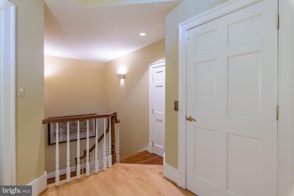 Upstairs Hall - 830 HERBERT SPRINGS RD, ALEXANDRIA