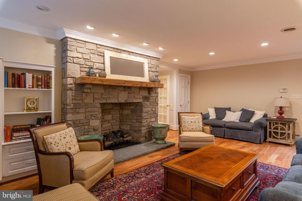 Family  Room Fireplace & Built-ins - 830 HERBERT SPRINGS RD, ALEXANDRIA