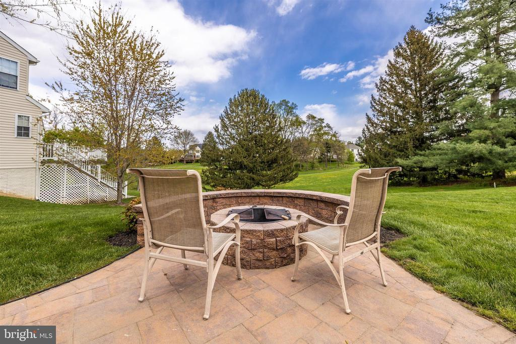 Fire Pit - 6953 INVERNESS CT, NEW MARKET