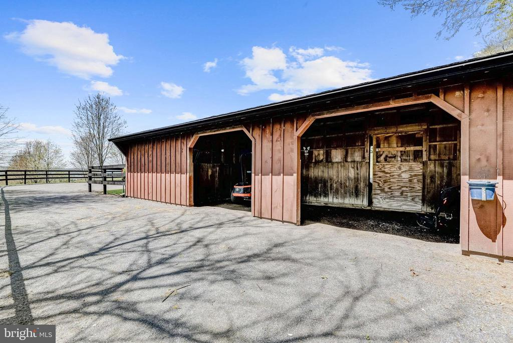 Horse Barn | Riding Rink | Water & Electric - 8329 MYERSVILLE RD, MIDDLETOWN